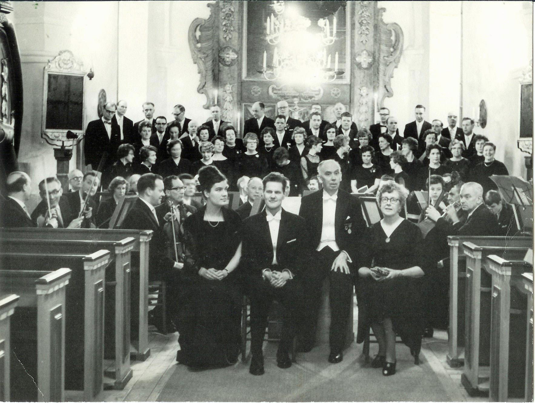 Lilian Sjöstrand sopr. Lennart Bäckström baryton.  W Holm dir. Britta Öhrström recit.