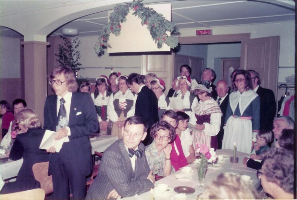 197609 Bröllop Inge o Karin Hällqvist Kören sjunger