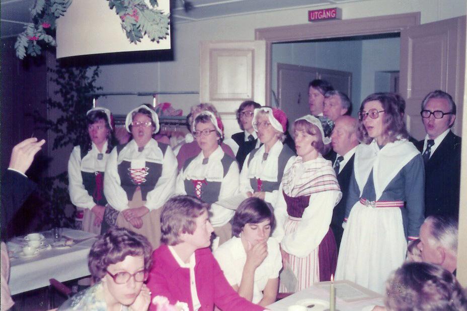 197609-Bröllop Inge o Karin Hällqvist Kören sjunger